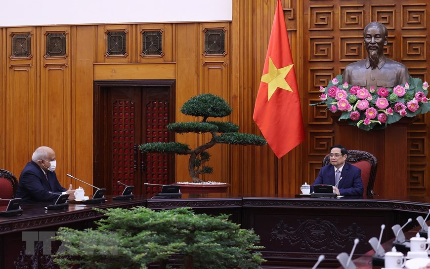 Prime Minister Pham Minh Chinh receives Cuban Ambassador Orlando Nicolás Hernández Guillén.