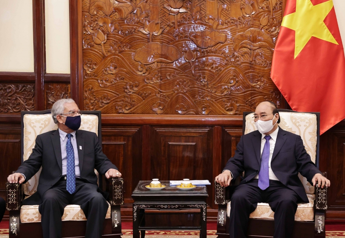Receiving outgoing UN Resident Coordinator Kamal Malholta in Hanoi on August 12, State President Nguyen Xuan Phuc (R) expects UN organisations will provide additional assistance to Vietnam, especially in the ongoing COVID-19 fight.