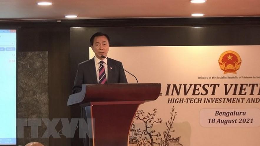 Vietnamese Ambassador to India Pham Sanh Chau addresses the forum