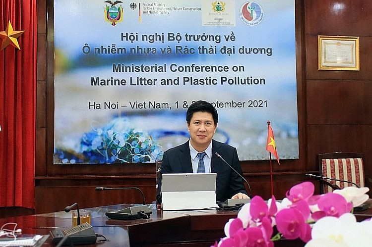 Deputy Director General Nguyen Que Lam giving the Opening remark of the Conference at the bridgehead of the Viet Nam Administration of Seas and Islands