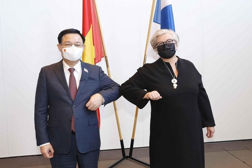 Chairman of the National Assembly Vuong Dinh Hue (L) and Speaker of the Finnish Parliament Anu Vehvilainen (Photo: VNA)