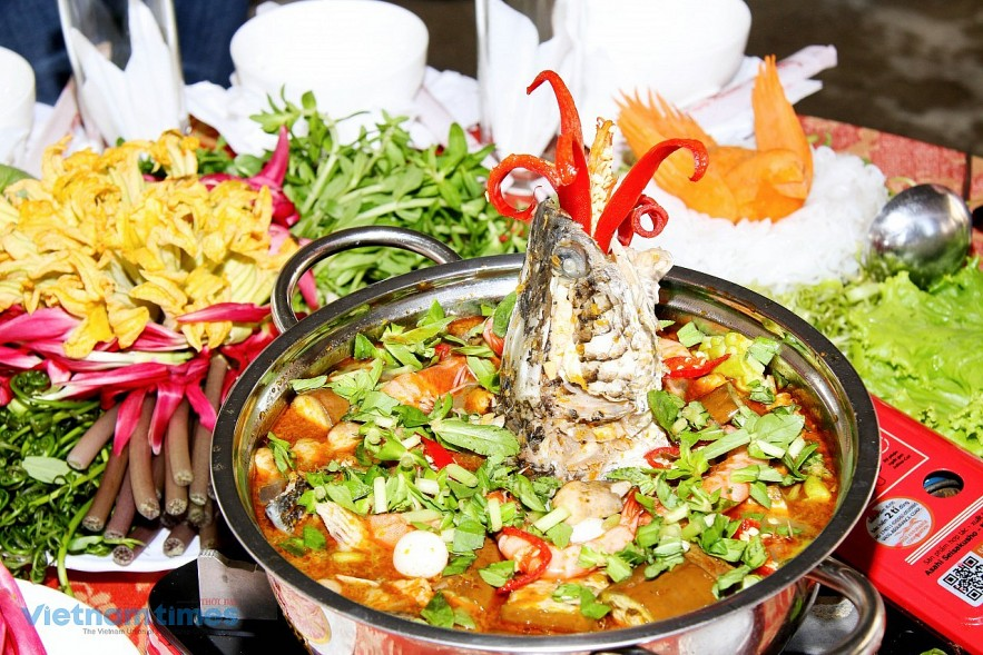 U Minh fish sauce hot pot is recognized by the Vietnam Record Association as one of the 100 specialty dishes of Vietnam.