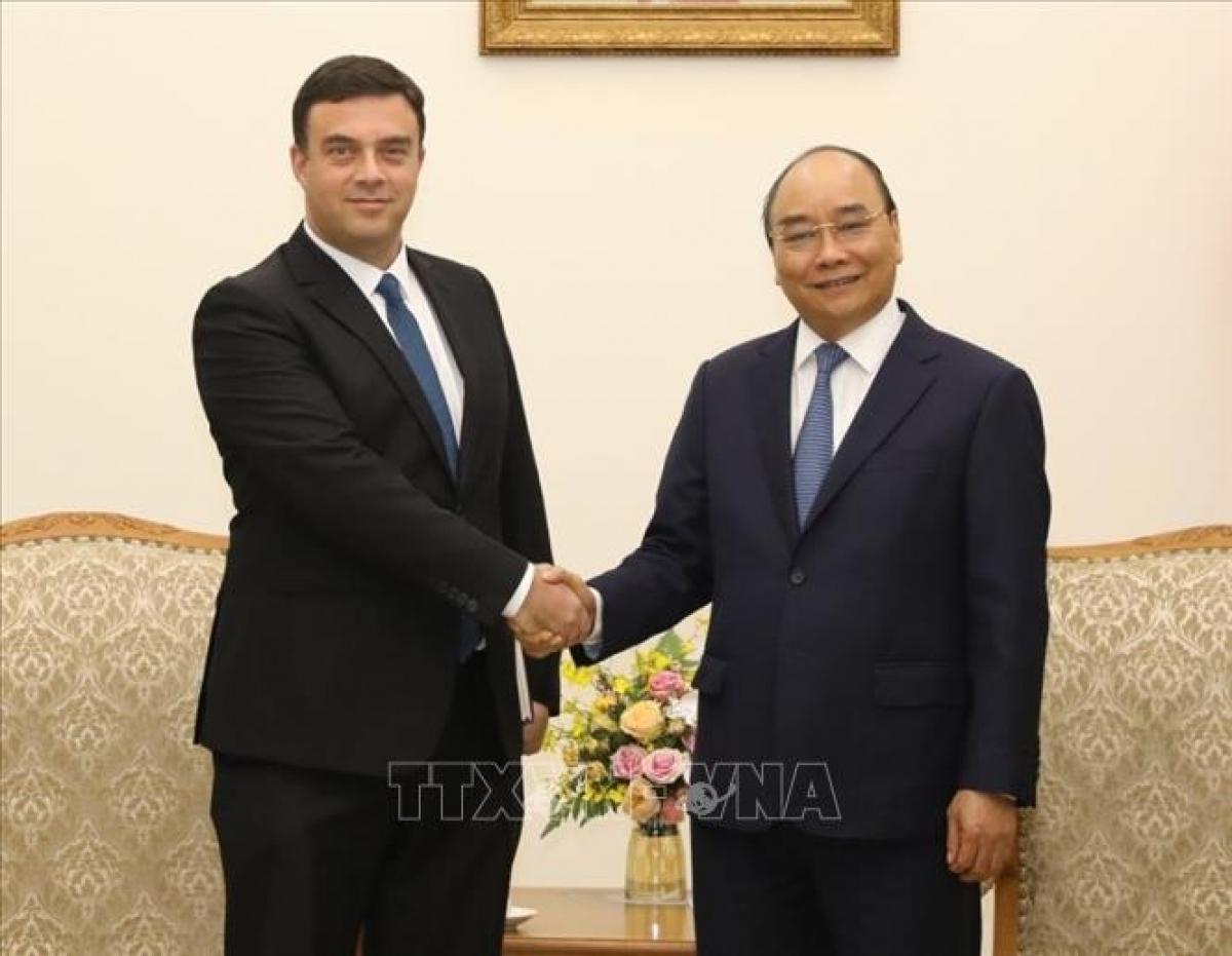 PM Nguyen Xuan Phuc hosts Israeli diplomat in Hanoi