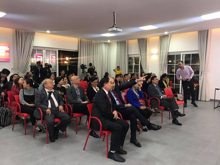 Vietnam   Italy Friendship Association introduces awarded publications to Ho Chi Minh Museum