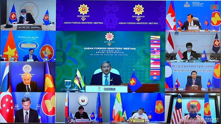 ASEAN Ministers Examine Community Building efforts, East Sea issue