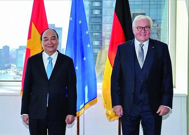 Vietnamese President Nguyen Xuan Phuc (left) meets with German President Frank-Walter Steinmeier on the sidelines of the United Nations General Assembly's 76th session, New York, the U.S., September 24, 2021