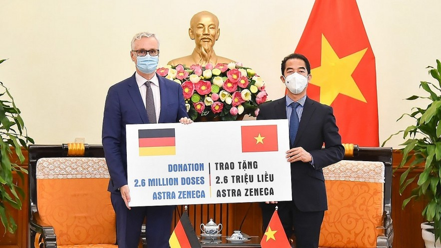 The Ministry of Foreign Affairs received 2.6 million doses of AstraZeneca vaccine against Covid-19 from the German Government, September 27, 2021. (Photo: Tuan Anh)