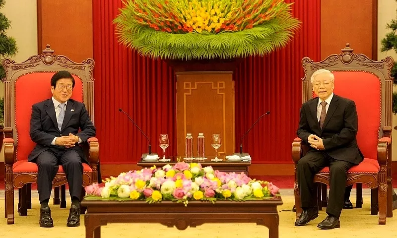 top leader receives visiting speaker of roks parliament