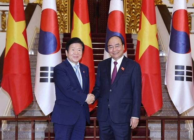 vietnam prime minister meets roks top legislator