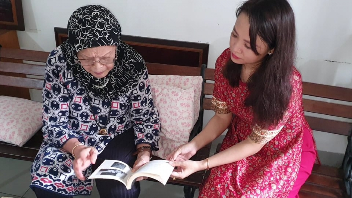 A former Indonesian diplomatic's lady shares memory of life during the Vietnam War