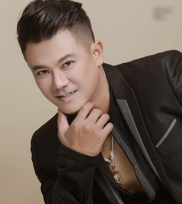 Vietnamese famous singer of 2000s Van Quang Long died of a stroke in the US