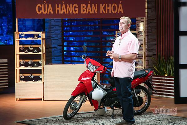 """American expat creates """"Made in Vietnam"""" motorcycle lock"""