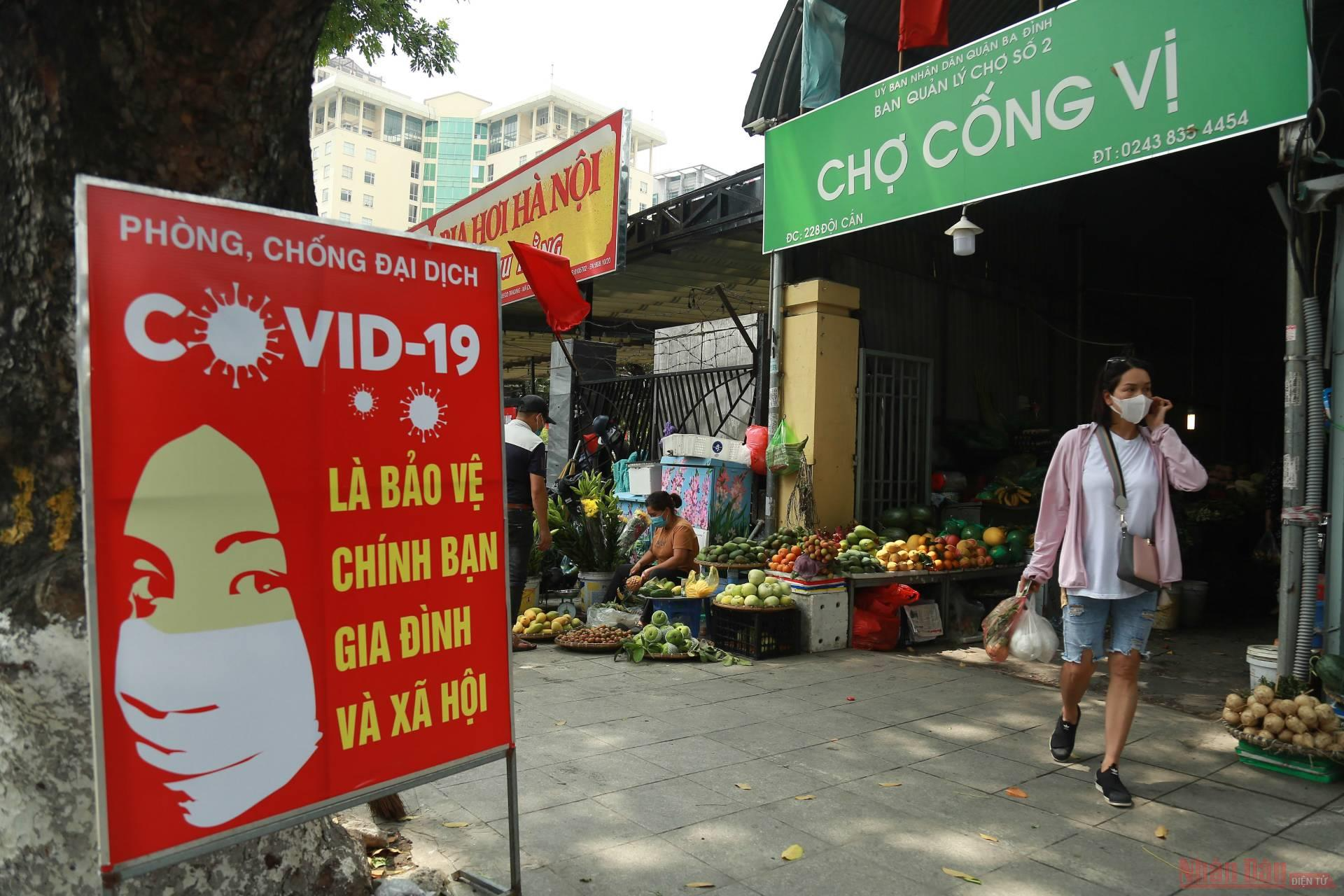 In photo: Shopping in Covid-19 - Put money in bucket, goods in pot