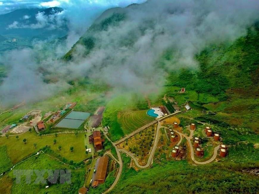 Resort' sling-shaped houses of H