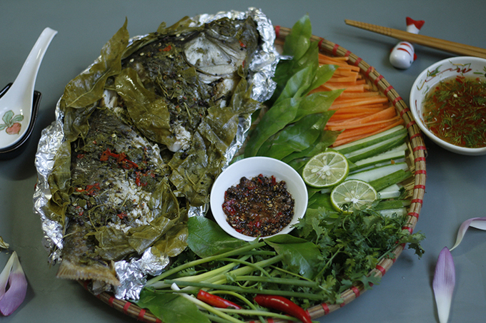 Recipe: Steamed carp with dracontomelon leaves – summer taste, with video