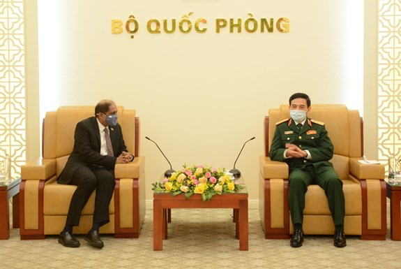 Vietnam promotes defence ties with Philippines, Singapore