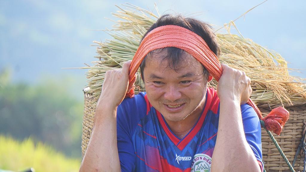 Rice harvest season in Thanh Hoa's terraced fields