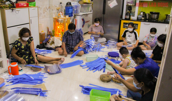 Crafty Vietnamese make products for the Covid age - video