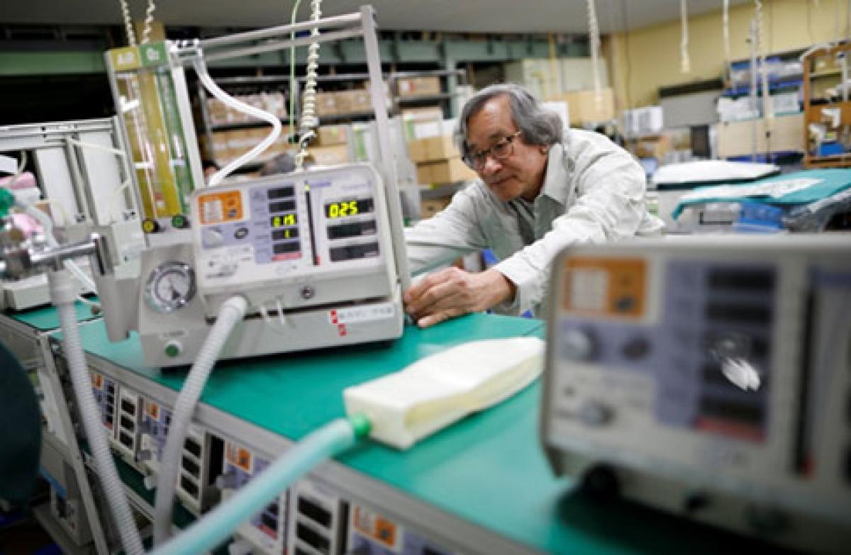 Vietnamese in Japan makes ventilators for Covid-19 patients