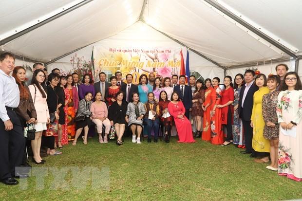 Representative of Vietnam Embassy and Vietnamese community in South Africa. Photo: VNA