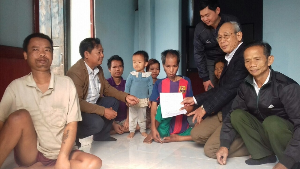 The Association of Victims of Agent Orange/Dioxin Thua Thien Hue visited and presented gifts to Mr. Tran Van Dui's family.