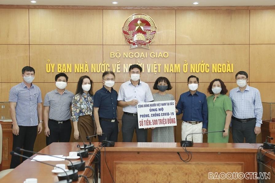 Overseas Vietnamese in Czech Republic, Tanzania support Covid-19 vaccine fund