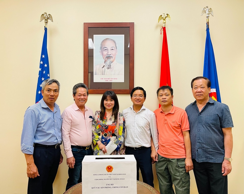 Overseas Vietnamese in Canada and Texas donate to Covid-19 vaccine fund