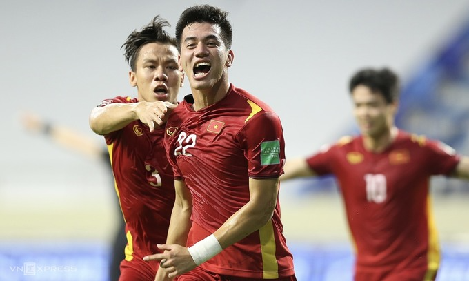 Vietnamese players celebrate their first goal against Malaysia in the World Cup qualifiers, June 11, 2021. Photo: VnExpress