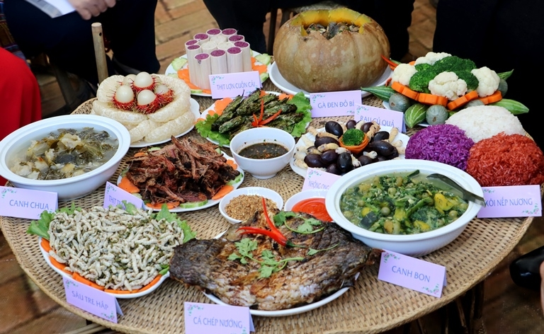 Cooking smoked buffalo: a must-try dish of the Thai ethnic group