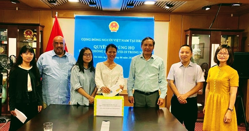 This contribution strongly demonstrates the tradition of attachment and solidarity of the Vietnamese people working together to overcome difficulties. Photo: WVR