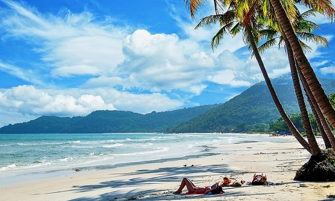 Vietnam News Today (June 19): Covid-19 vaccination plan for Phu Quoc residents to reopen tourism