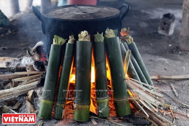 Bamboo-tube rice: a specialty of Vietnam