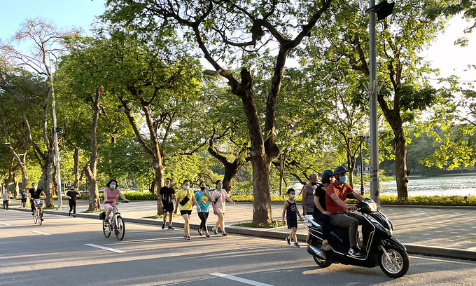 People exercise outdoor near the Sword Lake in Hanoi, June 2021. Photo: VnExpress