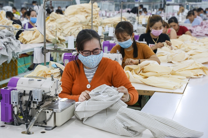 Garment and textile workers at a factory in the Mekong Delta province of Long An. Photo: Vnexpress