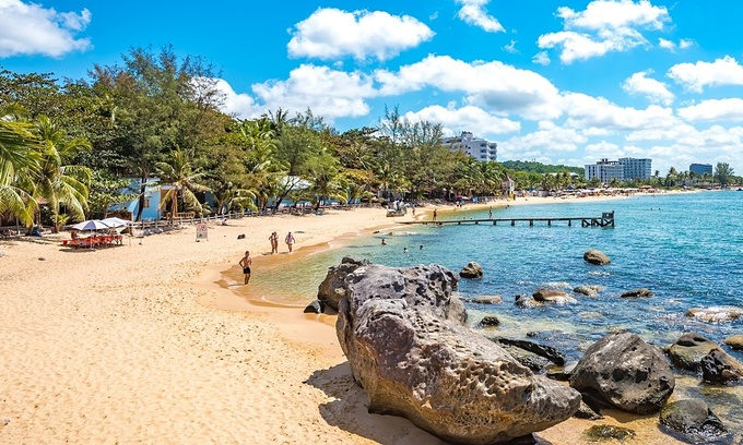 Foreign tourists on Truong Beach of Phu Quoc Island. Photo: Shutterstock