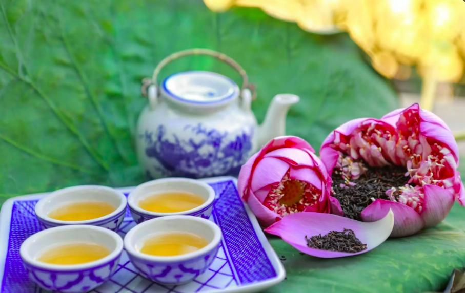 lotus scented tea. Photo: Vietnamtravel