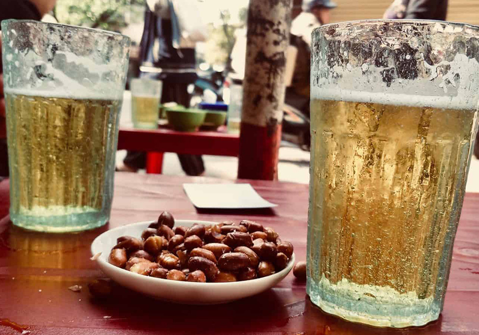 Vietnam draught beer. Photo: Indochinavoyages