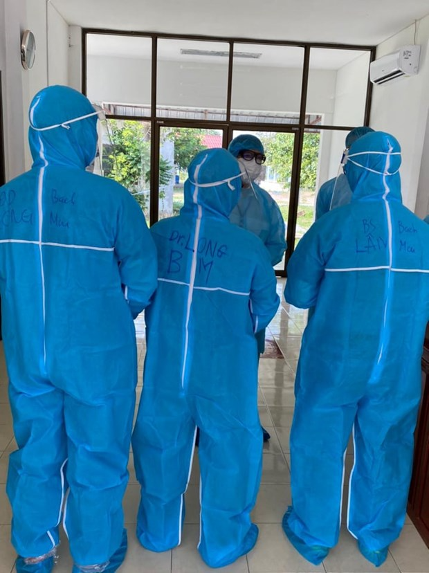 Doctors of Bach Mai Hospital at Pholthong Hospital. (Photo: PV/Vietnam+)
