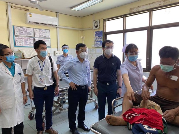 Vietnamese emergency experts surveyed about first aid and resuscitation in Laos. Photo: VNP