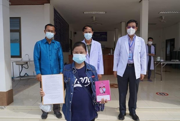 The 31-year-old woman on the day of discharge from the hospital. Photo: VNP