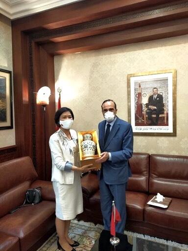 Ambassador Dang Thi Thu Ha presents gifts to Habib El Malki, speaker of the Moroccan House of Representatives