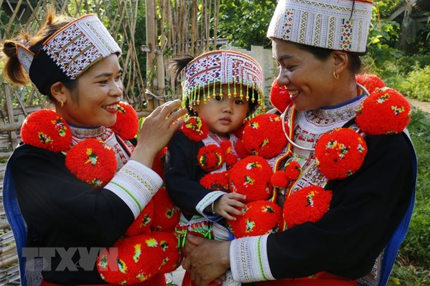 Red Dao women stand out in traditional costumes. (Photo: Nam Suong/VNA)