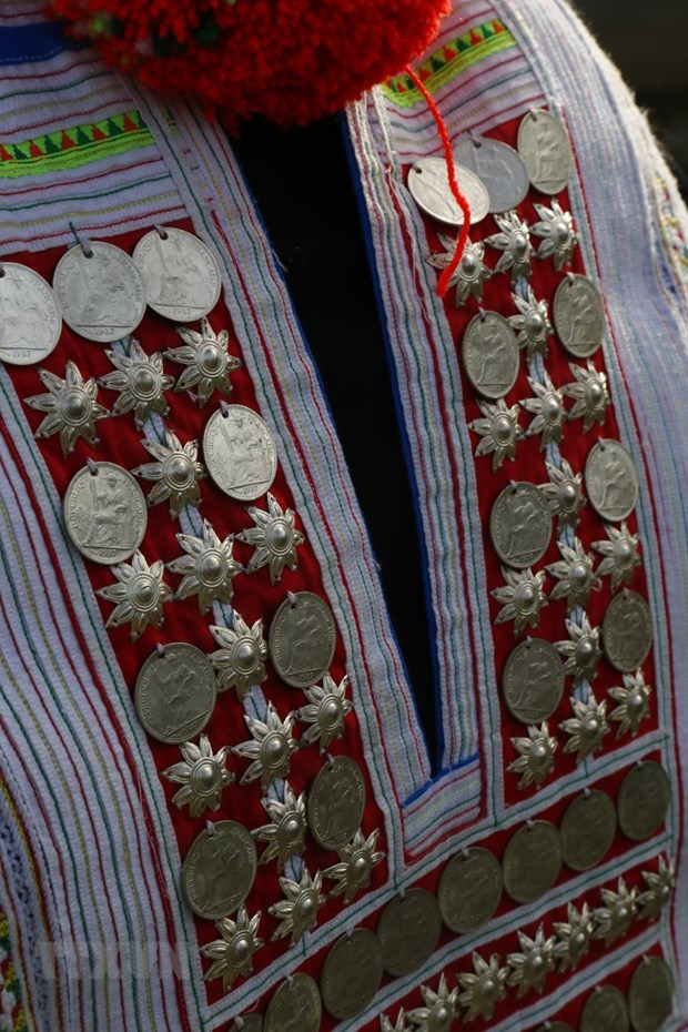 Unique Traditional Costumes of Red Dao People
