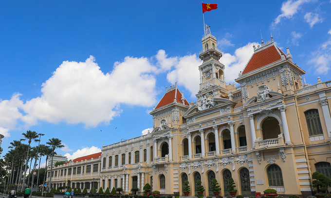 Ho Chi Minh City Hall during the days of social distancing amid the Covid-19 pandemic. Photo by VnExpress/Quynh Tran.