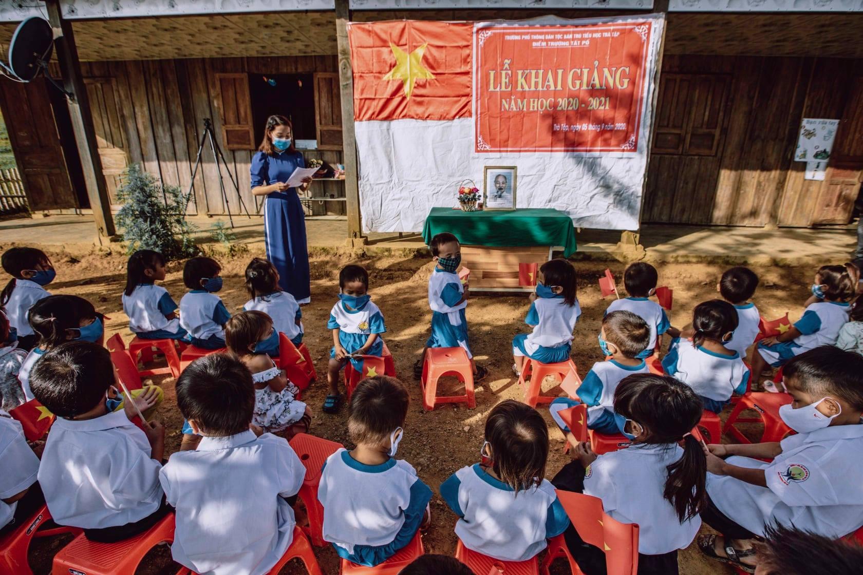 Vietnamese 'Santa' Delivers Tet Gifts To Needy Children