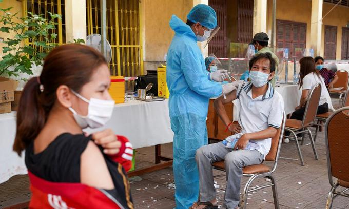 Oversea Vietnamese Praise Vaccination Campaign in Cambodia