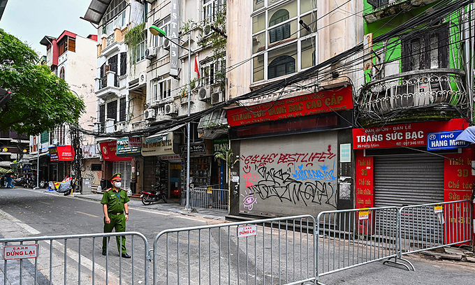 A part of Hanoi's Hang Mam Street was locked down after a Covid-19 case was detected on July 18, 2021. Photo: VnExpress