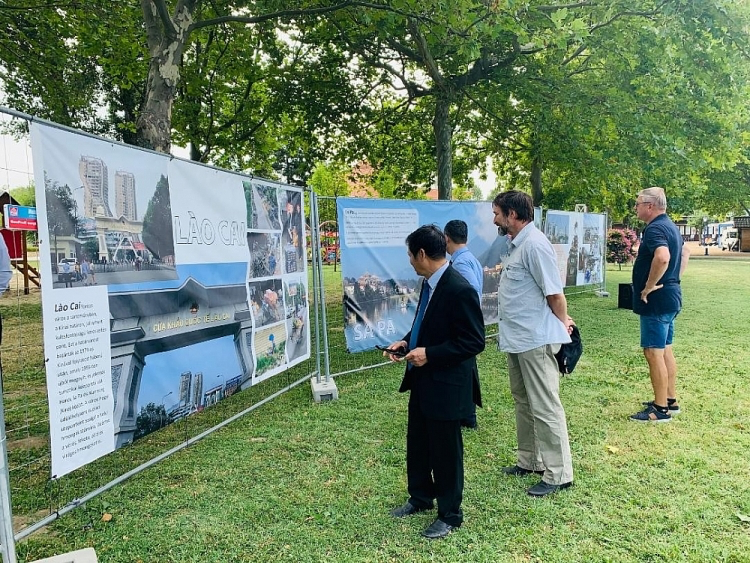 Hungarian Photographer Brings Images of Vietnamese Culture to Fonyód City