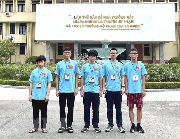 All five Vietnamese students competing at the International Physics Olympiad 2021 (IPhO 2021) pocket medals, including three golds and two silvers. Photo: VNA
