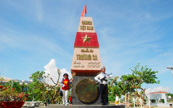 Truong Sa Brings Overseas Vietnamese Closer to Motherland